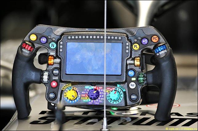 В Mercedes объяснили проблемы Хэмилтона в квалификации