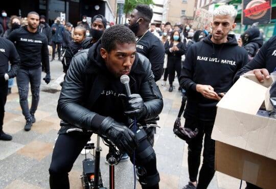 Джошуа вийшов на протест Black Lives Matter на милицях