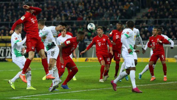 """Бундесліга. 14 тур. """"Баварія"""" програла лідеру, """"Боруссія"""" Д і """"Лейпциг"""" перемогли"""